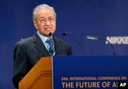 """Malaysian Prime Minister Mahathir Mohamad delivers a speech during the International Conference on """"The Future of Asia"""" in Tokyo, June 11, 2018."""