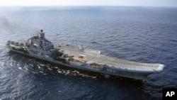 Kapal induk Rusia, Admiral Kuznetsov, salah satu kapal perang Rusia yang akan bergabung dalam operasi di Suriah (foto: ilustrasi).