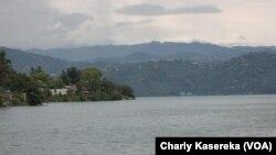 Le lac Kivu en RDC, 24 avril 2016. VOA/Charly Kasereka
