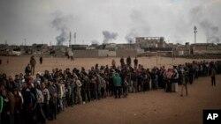 En total, desde que el pasado octubre de 2016 Irak inició la operación para retomar Mosul, unos 345.000 civiles se han visto obligados a dejar sus casas, de los cuales unos 275.000 aún no han regresado.