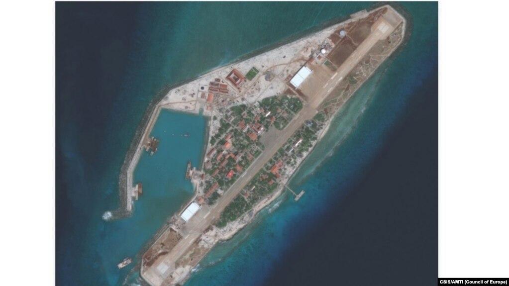 Hình ảnh Việt Nam nâng cấp một hòn đảo ở Trường Sa.