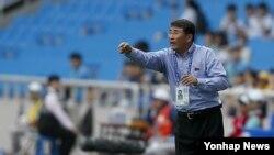 윤정수 북한 축구 대표팀 감독 (자료사진)