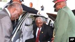 Homenagem ao chefe. Armando Guebuza vai continuar a chefiar a FRELIMO