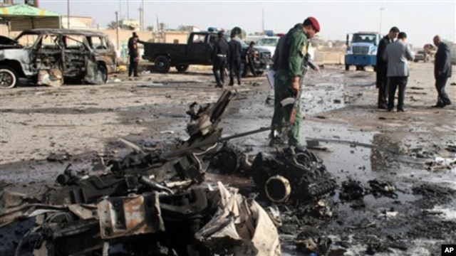 Iraqi security forces inspect the scene of a car bomb attack in Ramadi, 70 miles (115 kilometers) west of Baghdad, 12 Dec 2010