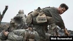 اندرو گارفیلد در صحنه ای از فیلم «سلسله جبال هکسا» به کارگردانی «مل گیبسون»