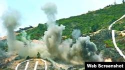 中國駐港軍隊演習中摧毀武裝分子陣地(蘋果日報圖片)