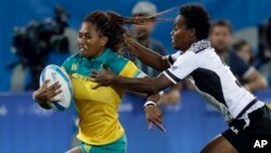 Australia's Ellia Green, left, breaks away from Fiji's Raijieli Daveua during a women's rugby sevens match at the Summer Olympics in Rio de Janeiro, Brazil, Aug. 6, 2016.