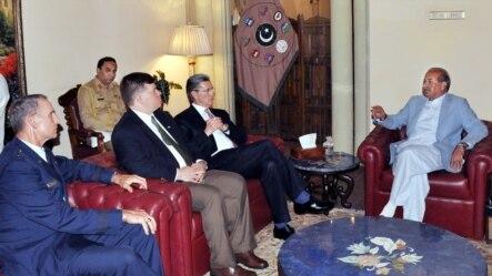دخیبر پښتونخوا ګورنر سردار مهتاب احمد خان امریکایي سفیر سره ملاقات کوي