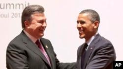 Виктор Янукович и Барак Обама. Архивное фото 2012г.