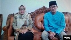 Ketua Pimpinan Pusat Aisyiah, Siti Noordjannah Djohantini (kiri) dan Sandiaga Uno dalam pertemuan di Yogyakarta Kamis (30/8). (Foto: VOA/Nurhadi)