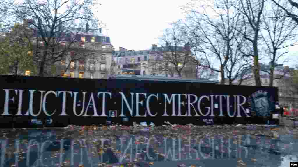 Fluctuat Nec Mergitur at République. (E. Bryant/VOA)