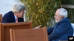 Američki državni sekretar Džon Keri i iranski ministar spoljnih poslova Mohamed Džavad Zarif razgovaraju u Ženevi