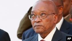 រូបថតឯកសារ៖ ប្រធានាធិបតីអាហ្វ្រិកខាងត្បូង Jacob Zuma នៅខណៈលោកថ្លែងការប្រចាំឆ្នាំនៅឯរដ្ឋសភាក្នុងទីក្រុង Cape Town កាលពីខែកុម្ភៈកន្លងទៅ។ កាលពីថ្ងៃទី៣១ ខែមីនា លោកត្រូវបានរកឃើញថាបានរំលោភច្បាប់របស់ប្រទេសនេះដោយសារការខកខានមិនបានបង់ប្រាក់ដែលលោកប្រើប្រាស់ផ្ទាល់ខ្លួនត្រឡប់ទៅឲ្យរដ្ឋវិញ។