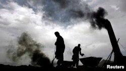 کاربن گیسوں کا بڑے پیمانے پر اخراج سے کرہ ارض تیزی سے گرم ہو رہا ہے اور آب و ہوا تبدیل ہو رہی ہے
