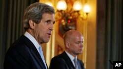 US Secretary of State John Kerry and Britain's Foreign Secretary William Hague during a news conference. (February 25, 2013)