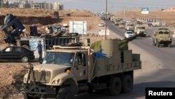 库尔德战士车队离开伊拉克北部基地前往叙利亚科巴尼