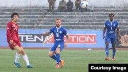 북한 축구 국가대표로 발탁돼 활약했던 김성용 선수(왼쪽)가 인도 벵가루루 FC에서 공격수로 활약하고있다. 사진 출처: 벵가루루 FC (Bengaluru FC) 공식 웹사이트.
