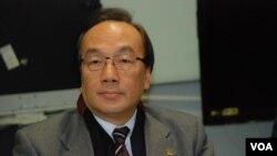 公民黨黨魁梁家傑表示,針對民調結果北京應該更信任香港人 (美國之音 湯惠芸)