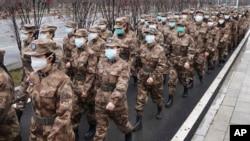 中國武漢市一家醫院的軍事醫療隊隊員。 (2020年1月26日)