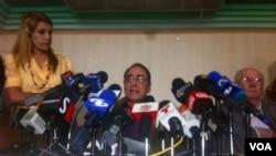 Los exministros venezolanos de Planificación y Educación, Jorge Giordani y Héctor Navarro dicen que pedirán la renuncia de los dirigentes del PSUV. [Foto: Alvaro Algarra, VOA].
