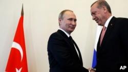 Russian President Vladimir Putin, left, welcomes Turkish President Recep Tayyip Erdogan in the Konstantin palace outside St.Petersburg, Russia, on Aug. 9, 2016.