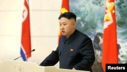 22일 북한 평양에서 열린 은하3호 장거리 로켓 발사 성공 기념 연회에서 연설하는 김정은 국방위 제1위원장.