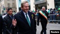El primer ministro irlandés, Enda Kenny participa del tradicional desfile anual en la 5ta. Avenida en Nueva York por el Día de San Patricio.