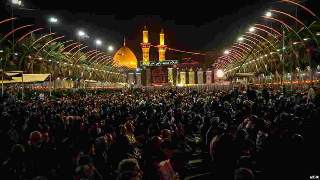 خبرگزاری مهر از مراسم عزاداری شب تاسوعا در کربلا عکس هایی داده است. شیعیان ده روز اول محرم برای امام سوم شیعیان عزاداری می کنند. عکس: زهیر صیدانلو، مهر