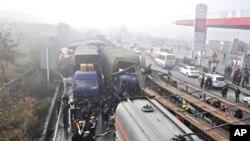在中國貴州省發生的車禍造成20公里長的車龍
