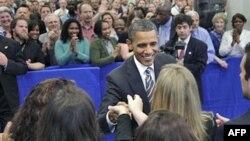 Tổng thống Barack Obama bắt tay các nhân viên CIA tại trụ sở CIA ở Langley, Virginia, 20/5/2011