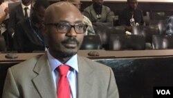 Presidente angolano condecora Rafael Marques pela luta contra a corrupção