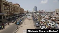 Vue sur le marché de Tokpa à Cotonou, Benin, le 4 mars 2021.