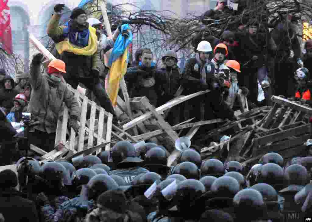 Anti-Yanukovych protesters defend their barricades in front of anti-riot police on Independence Square in Kyiv, Ukraine.