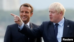 Presiden Perancis Emmanuel Macron (kiri) dan PM Inggris Boris Johnson (foto: dok).