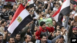 2012年12月14日穆爾西總統支持者在開羅對新憲法草案進行全民公投投票