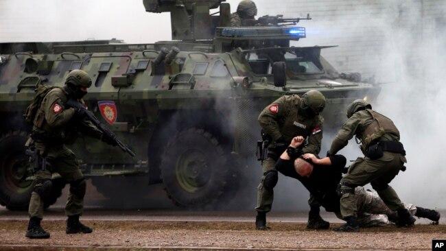 中国特警与塞尔维亚部队参加首次欧洲演习