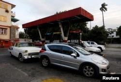 Motorists line up for fuel at a state-run gas station in Havana, Cuba, March 30, 2017.