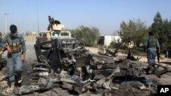 10월 2일 아프간 쿤두즈 시에서 미군 공습으로 파괴된 반군 차량 (자료사진)