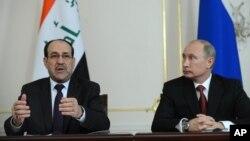 Tổng thống Nga Vladimir Putin (phải) và Thủ tướng Iraq Nouri al Maliki tại một cuộc họp báo trong khu dinh thự Novo-Ogaryovo, bên ngoài Moscow, 10/10/2012