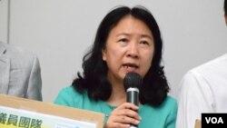 香港民主黨中西區區議員鄭麗瓊2019年對媒體發表講話(美國之音/湯惠芸)。