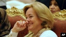 Dubes AS untuk Libya Deborah Jones (Foto: dok). Pemerintah Libya memanggil Dubes Deborah Jones untuk meminta penjelasan terkait penyergapan pasukan khusus AS untuk menangkap seorang tokoh al-Qaida Abu Anas al-Libi di Tripoli, hari Sabtu (5/10)