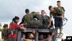 콜롬비아 FARC 무장반군 대원들이 25일 남부 야리플라인스에 도착했다.