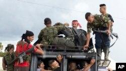Les rebelles des Forces armees revolutionnaires de Colombie arrivent dans le sud de la Colombie, le 25 septembre 2016.
