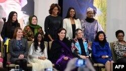 Dobitnice priznanja za hrabrost Državnog sekretarijata SAD sa prvom damom, Mišel Obamom, 4. mart 2014.
