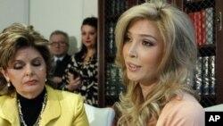 Jenna Talackova (kanan) tersingkir dalam final kompetisi Miss Universe Kanada (Foto: dok).