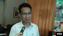 Ifdhal Kasim, mantan ketua Komisi Nasional Hak Asasi Manusia (Komnas HAM). (VOA/Iris Gera)