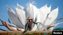 11月10日緬甸首都為東盟區域安全論壇佈置裝飾。