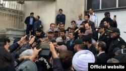 محمود احمدی نژاد، رئیس جمهوری پیشین ایران، در مقابل خبرنگاران
