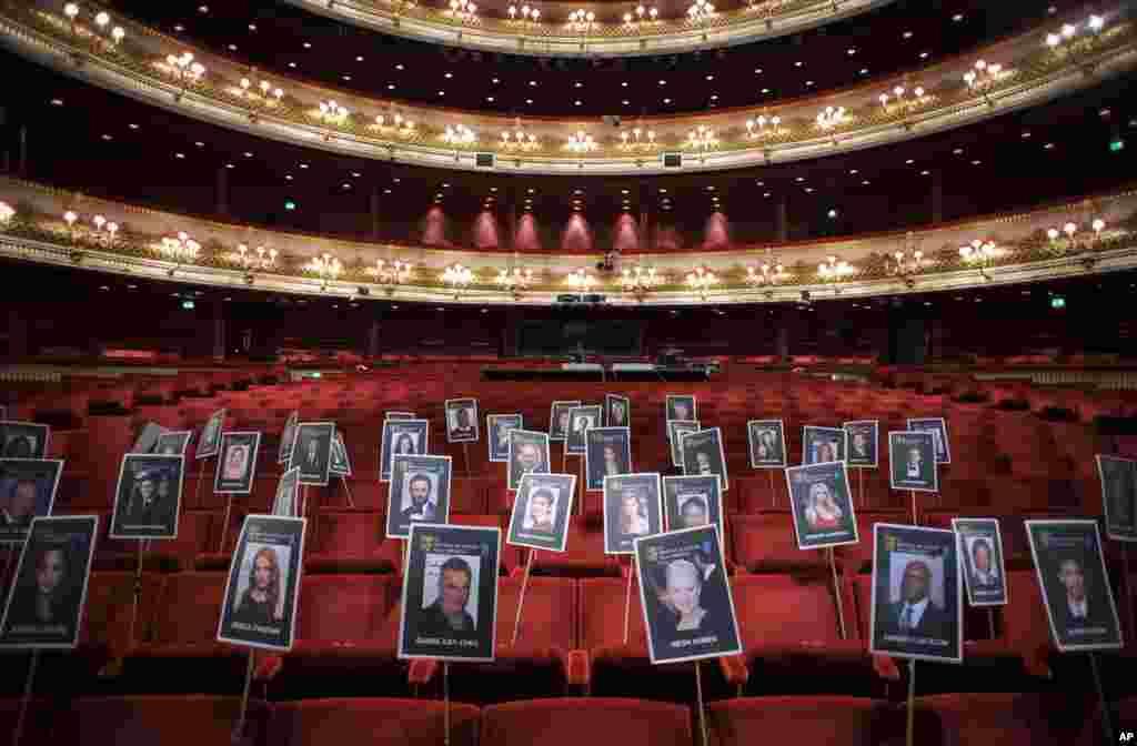 Chỗ ngồi trong nhà hát opera hoàng gia đã được sắp xếp cho các nhân vật quan trọng đến dự lễ phát giải điện ảnh và truyền hình BAFTA của Anh ở London.