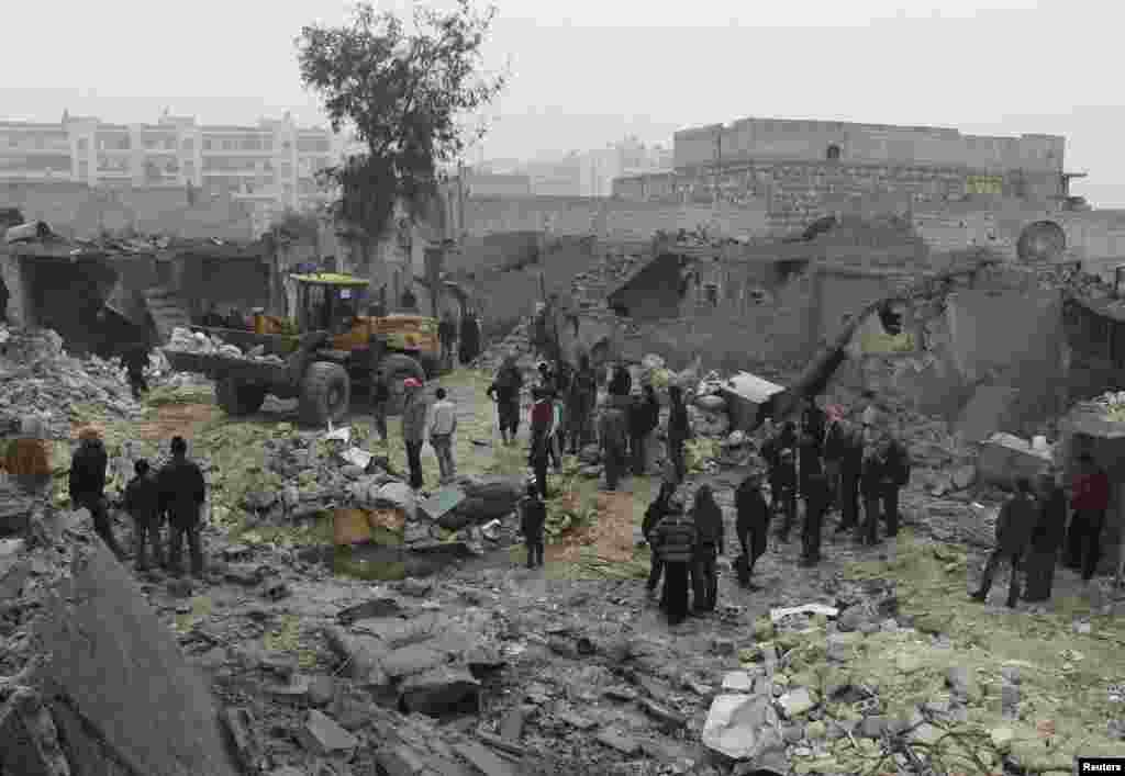 Civilians gather after what they said was shelling by forces loyal to Syrian President Bashar al-Assad, Jazmati, Aleppo, Jan. 23, 2014.